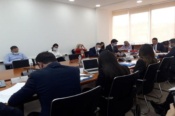 miratohet-korniza-afatmesme-e-shpenzimeve-te-kuvendit-te-kosoves-2022-2024
