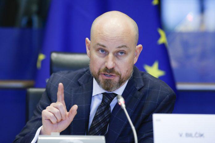 eurodeputeti-thirrje-kosoves:-per-dialogun,-topi-eshte-tek-ju-e-jo-ne-beograd