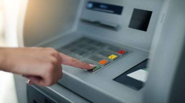 punetori-i-bankes-ne-prishtine-raporton-ne-polici-per-deponimin-e-784-eurove-falso