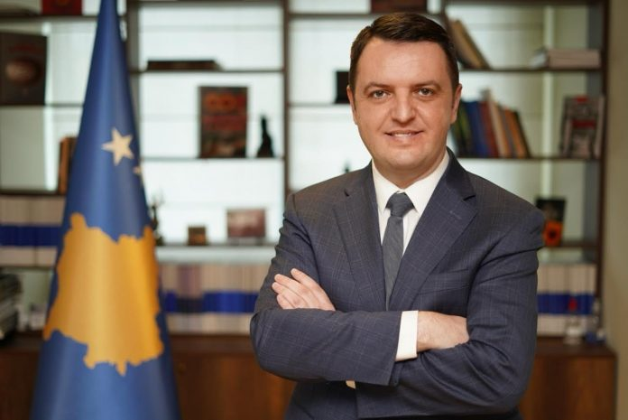 ish-ministri-selimi-reagon-per-manastirin-e-decanit:-vlerat-fetare-s'jane-sulmuar-asnjehere-nga-shqiptaret