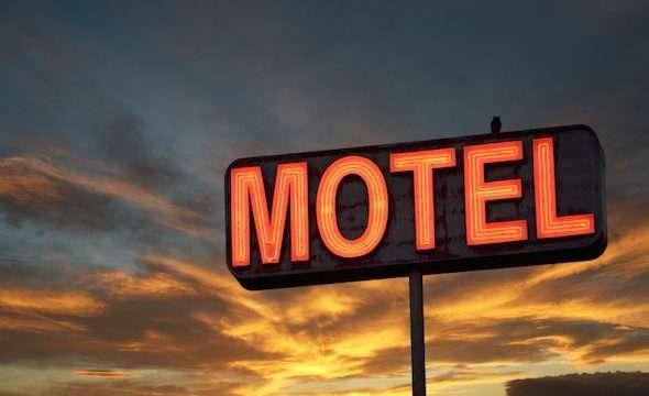 prizrenasja-shtatzene-thote-se-po-pushonte-ne-motel,-pas-2-muajsh-i-tregoi-burrit-se-dikush-e-dhunoi-aty