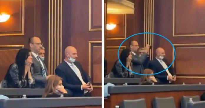 """""""deputetet-serbe-po-argetoheshin-me-sharjet-e-peshtyerjet-mes-deputeteve-shqiptare"""""""