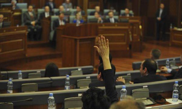 kuvendi-i-kosoves/-mbi-1-milion-e-300-mije-euro-per-paga-dhe-meditje-ne-tre-muajt-e-pare-te-vitit
