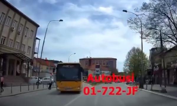 momenti-kur-autobusi-i-trafikut-urban-ne-prishtine-per-pak-sa-nuk-e-godet-qytetarin-ne-zebra