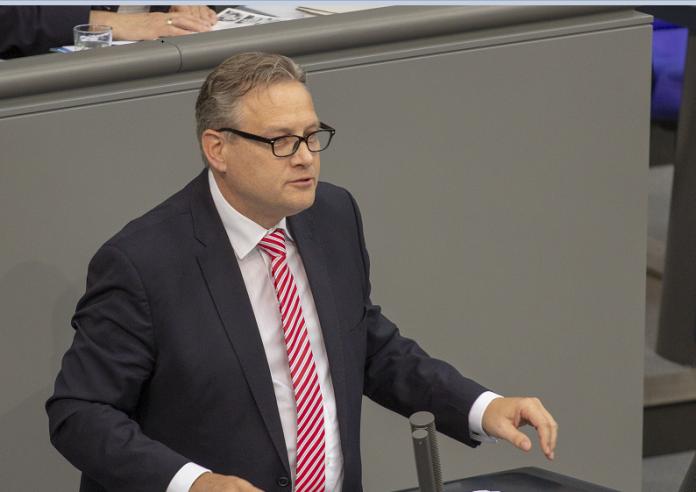 cudit-me-deklaraten-deputeti-gjerman:-kosova-eshte-pjese-integrale-e-serbise