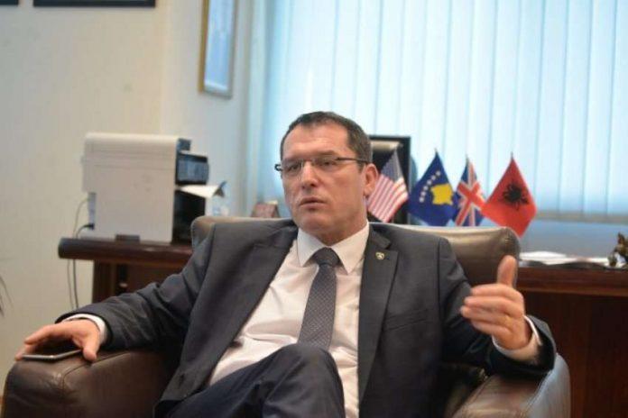 gecaj-thote-se-vetem-kosovareve-nuk-iu-mundesohet-levizja-e-lire-nga-vendimi-i-qeverise-kurti,-sqarohet-pse