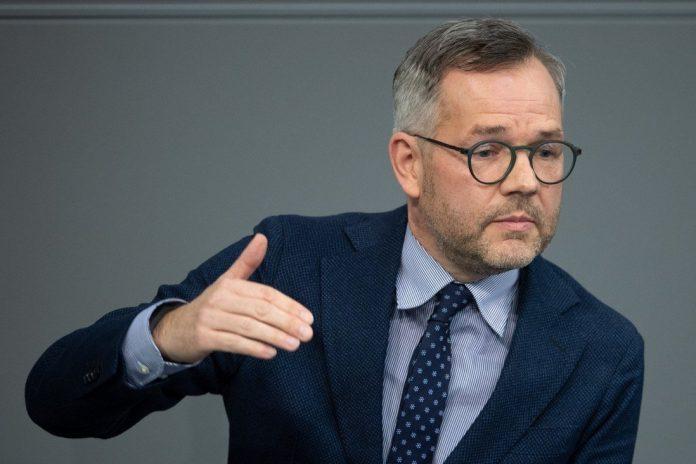 ministri-gjerman:-be-t'i-mbaje-premtimet,-kosova-ka-permbushur-kushtet-per-liberalizim