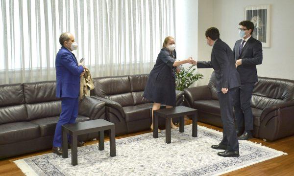 kryeministri-kurti-priti-ne-takim-perfaqesuesit-e-bankes-boterore