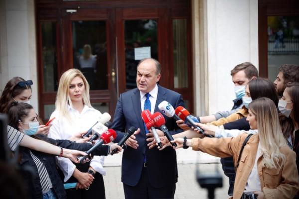 hoxhaj:-gervalla-po-flet-sikur-te-ishte-ministre-e-serbise-ose-rusise,-kurti-te-distancohet-nga-deklaratat-e-saj
