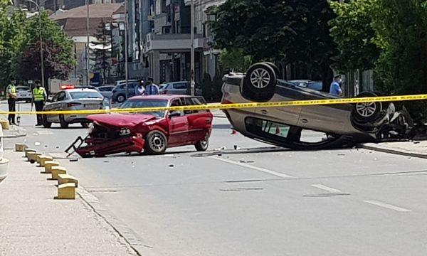 rrokulliset-vetura-/-pamje-nga-aksidenti-i-rende-ne-prishtine