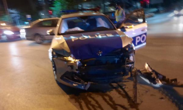 aksidentohet-rende-vetura-policore-ne-prishtine,-pese-persona-te-lenduar