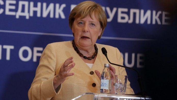 merkel:-kosova-dhe-serbia-duhet-t'i-zgjidhin-te-gjitha-problemet-tjera,-pastaj-te-bisedohet-per-pavaresine