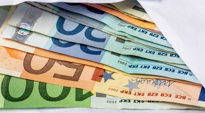 kurti:-nga-1-mije-euro-ne-vit-per-1-mije-vajza